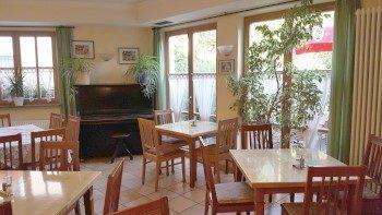 Gemütliche helle Gasträume - Gasthof Goldener Hahn - Fürnried