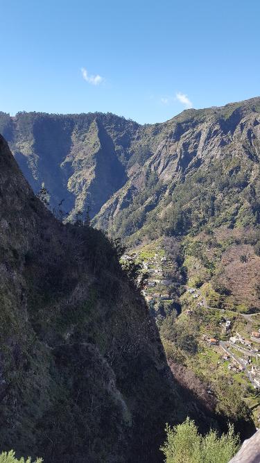 Madeira Blick hinab ins Nonnental