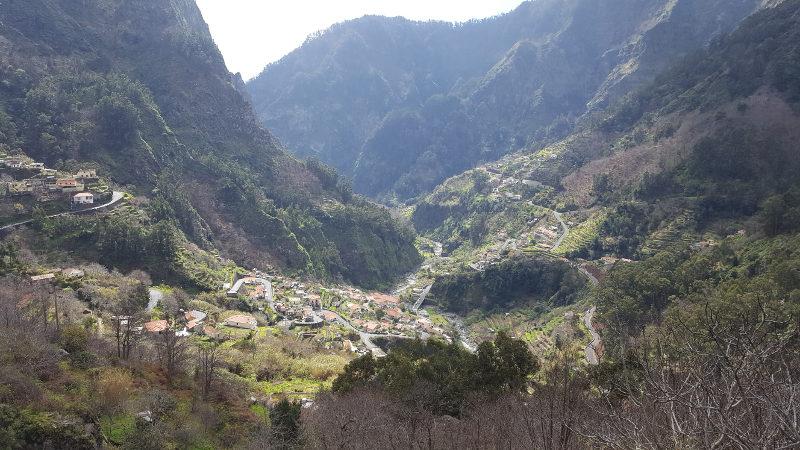 Wanderung Nonnental Madeira - Von Eira do Serrado hinab ins Tal der Nonnen