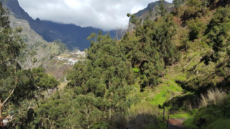 Madeira Wanderweg von Eira do Serrado hinab ins Nonnental