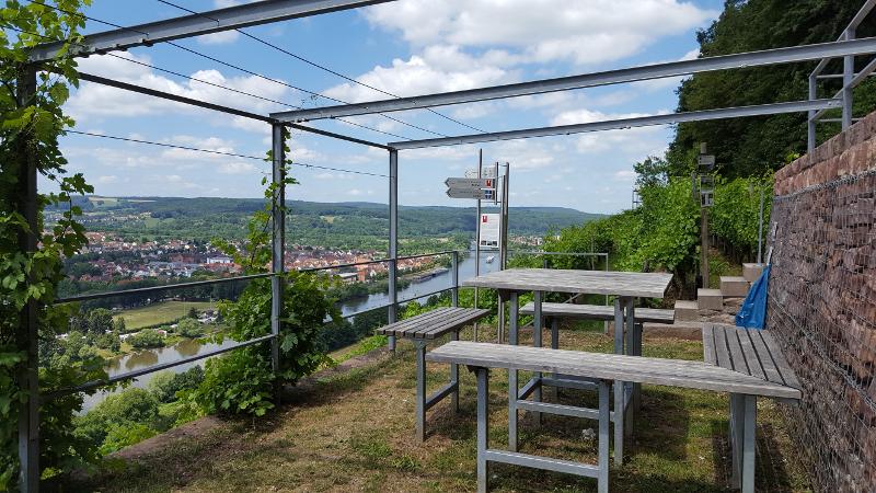 Mainradweg von Miltenberg bis Aschaffenburg - Rastplatz am Rotweinwanderweg bei Erlenbach