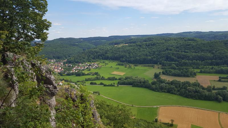 Aussicht vom Hohlen Fels auf den Ort Förrenbach