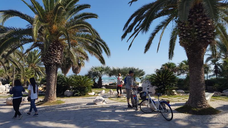 Strandpromenade beim Radweg Adriaküste bei Grottammare