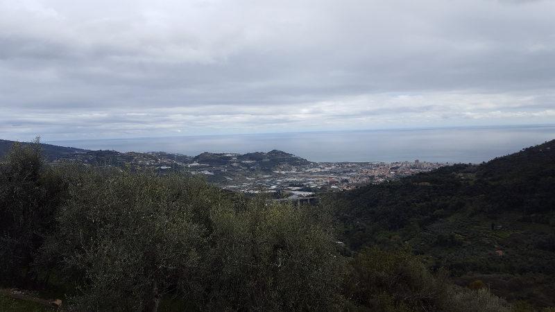Aussicht auf die ligurische Küste bei der  Wanderung Ceriana - Colle di Beuzi - Taggia