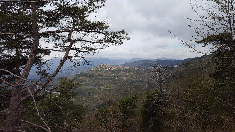 Wanderung von Perinaldo nach Bajardo über San Romolo, Ligurien (West)