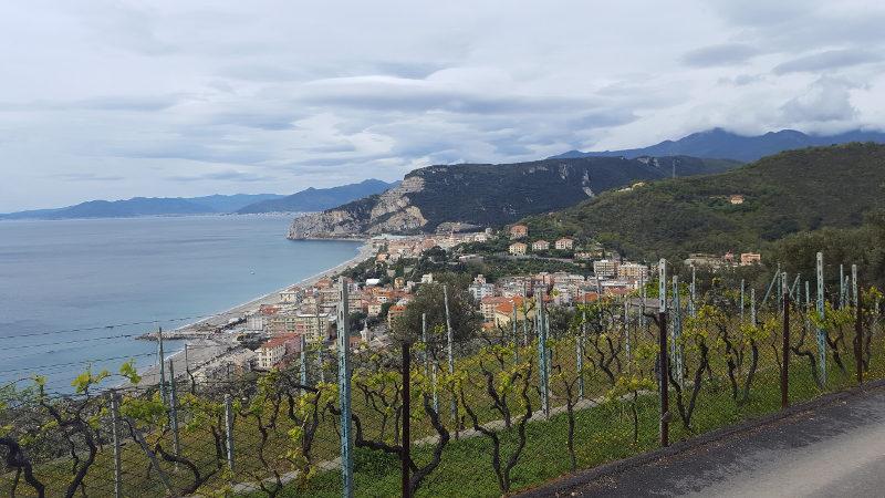 Blick auf die Küste bei Finale Ligure