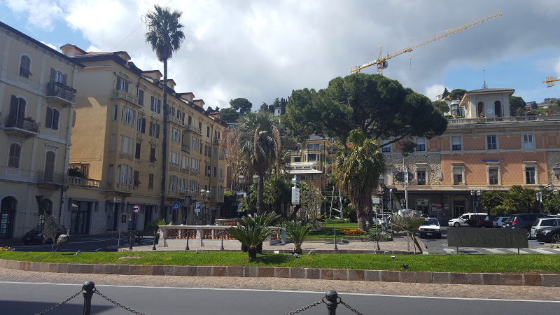 Platz in Alassio, Ligurien