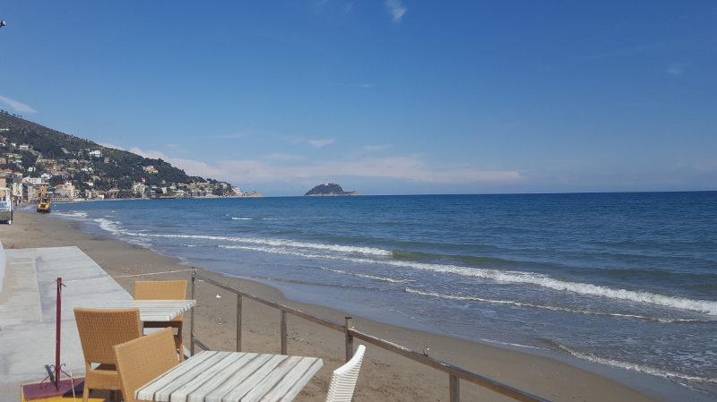 Strand von Alassio, Ligurien