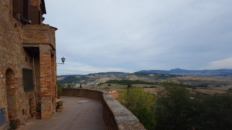 Aussicht von der Stadtmauer in Pienza